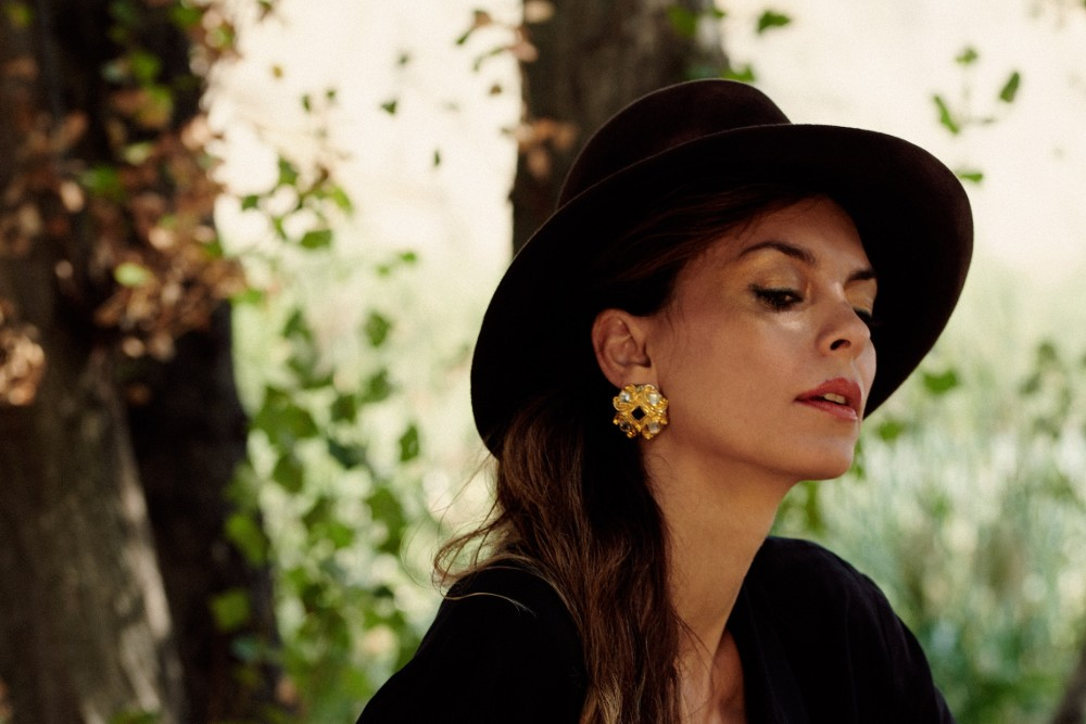 Button Earrings: Go Back in Time with This Vintage-Inspired Jewelry Trend